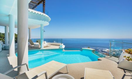 6 Bedroom House For Sale in Bantry Bay